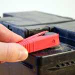 Замена аккумулятора Хендай Солярис — пути решения проблемы